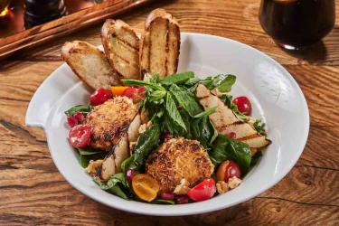 Kadayıf Paneli Ilık Keçi Peynir Salatası