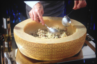 RISOTTO (IN PARMESAN WHEEL) (2 PEOPLE)