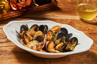 MUSSELS & CLAMS MARINIERE